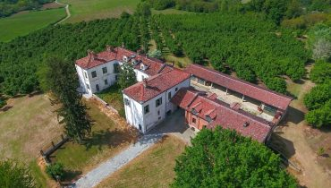 Langhe: Cascina Paradiso – Historic villa and farm